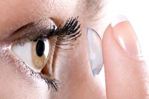 Dyk med kontaktlinser