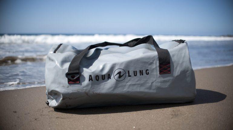 dykkertaske på strand